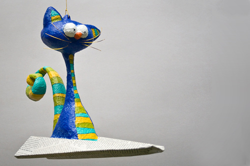 """Flying Cat"", colgante ornamental. Medidas: 34 x 26 x 11 cm."